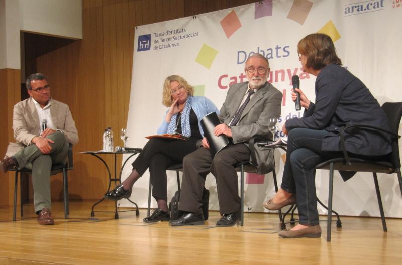 Participants al debat sobre maltractament a gent gran