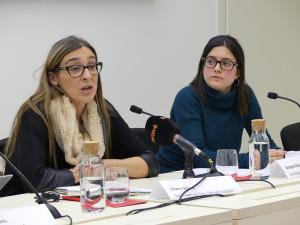 Charo Sillero (esquerra), de Sant Joan de Déu Serveis Socials, i Gina Marín, autora de l'informe.