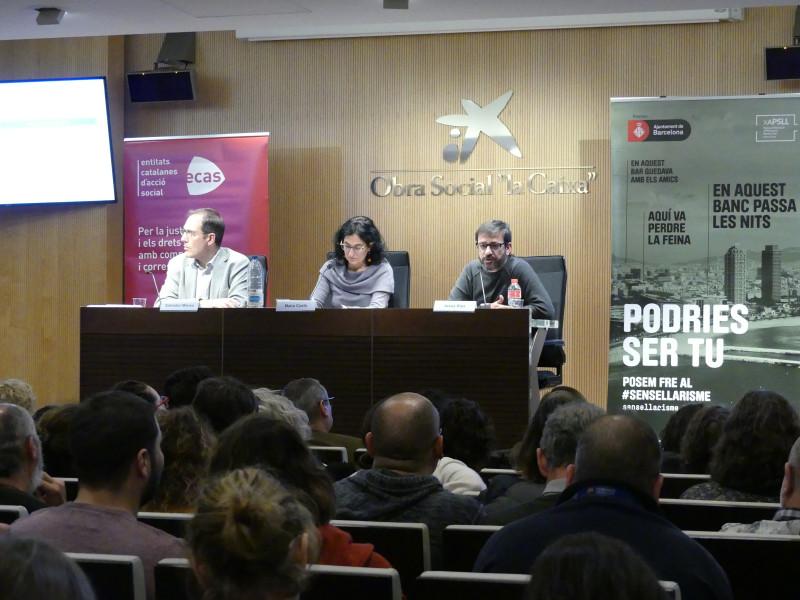 Les entitats socials reclamen més compromís i recursos públics davant el col·lapse dels serveis d'atenció a les persones sense llar a Barcelona