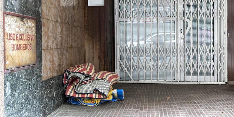 Com afecta l'estat d'alarma a les persones que viuen al carrer?