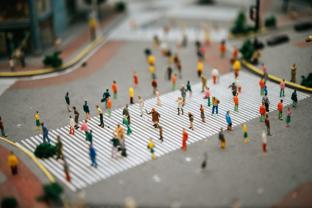 Small people or small people walk on many streets. Selective focus