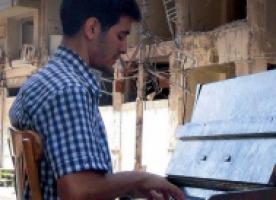 Gira solidària a Catalunya d'Aeham Ahmad, el 'pianista de Yarmouk', entre el 25 de novembre i el 2 de desembre