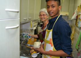 El projecte Acull busca persones per a l'acollida a la llar de jovent migrat no acompanyat