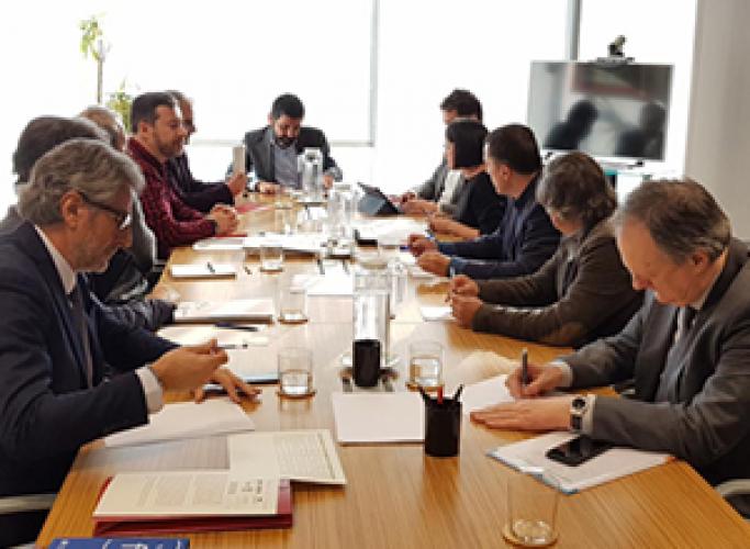 Patronals i sindicats acorden establir un full de ruta amb el Govern per millorar l'atenció a la gent gran