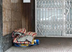 Les mesures de l'Ajuntament de Barcelona són un avenç però no arriben a la majoria de les persones que viuen a carrer, segons Arrels Fundació